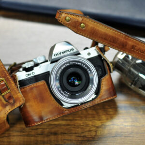 Olympus OM-D E-M10 mark ii 相機皮套 Leather case オリンパスOM-D E-M10 mk2 カメラケース by KAZA