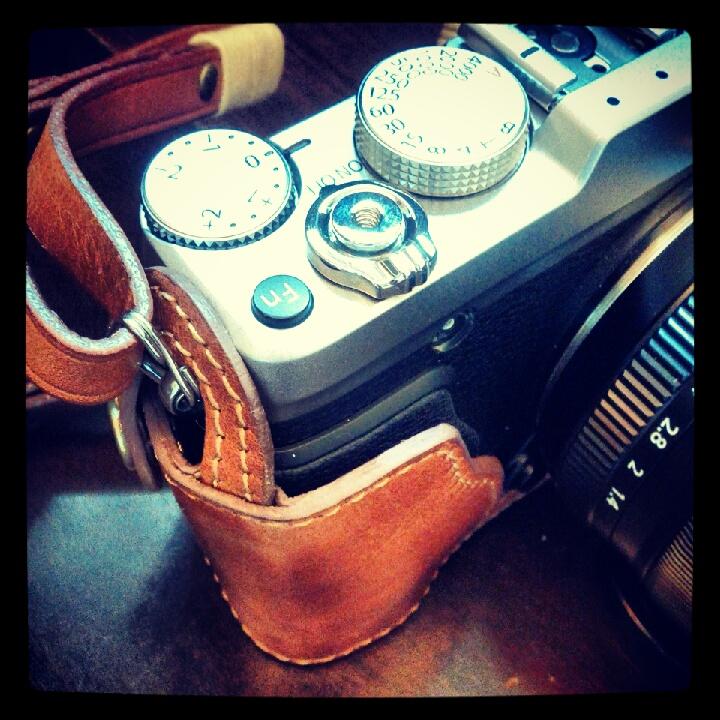 富士 XE1 用カメラケース Fujifilm XE1 Leather case 相機皮套 by KAZA