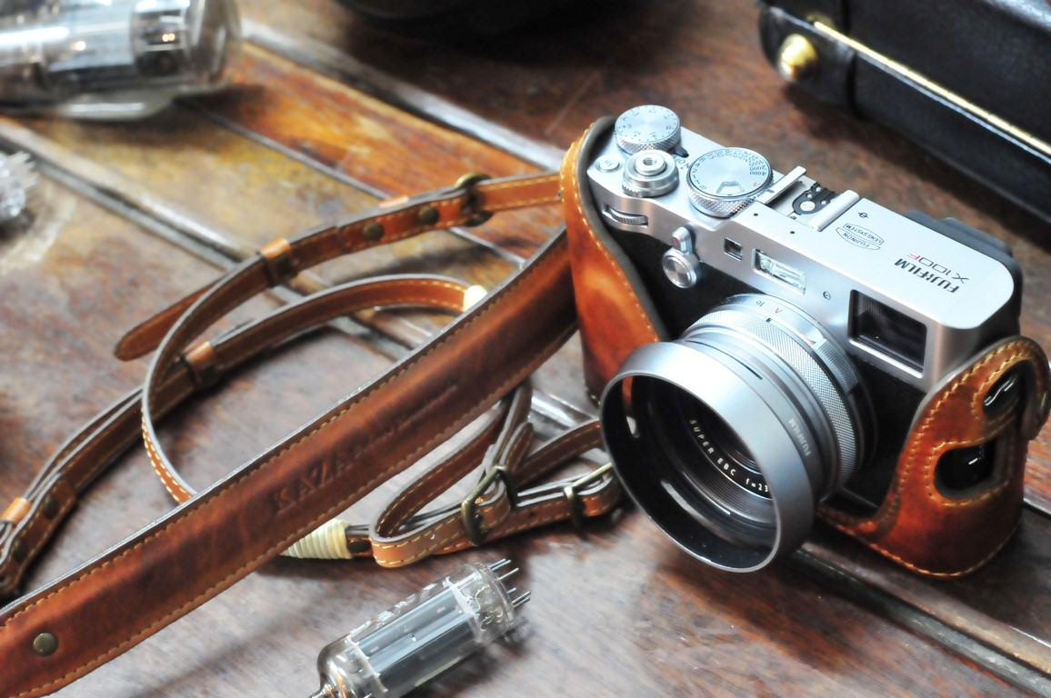 Leather case half case 富士X100F 用カメラケース Fujifilm X100F 相機皮套 by KAZA