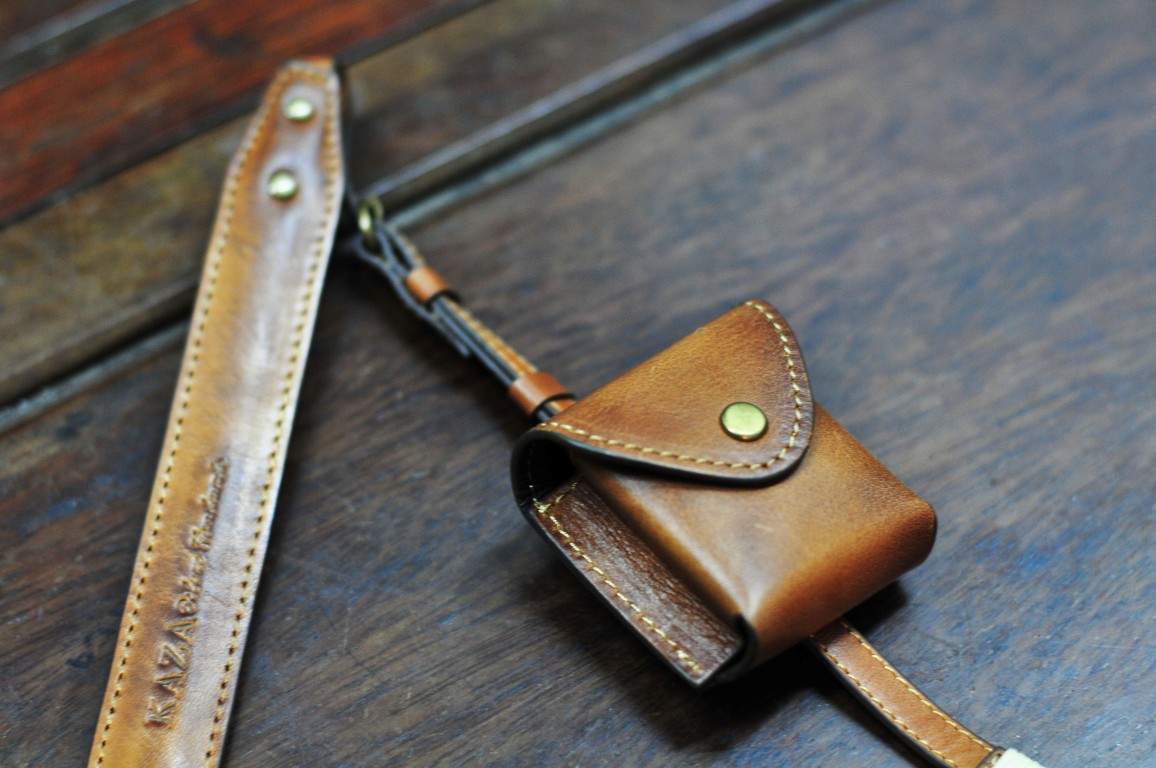 0fb39ce3b901 Small leather pouch
